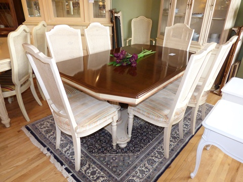Ethan Allen Dining Table with 6 Chairs - Marva\'s PlaceMarva\'s Place