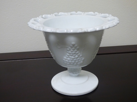 Vintage Indiana Colony Harvest Grape Pattern Milk Glass Spooner Bowl