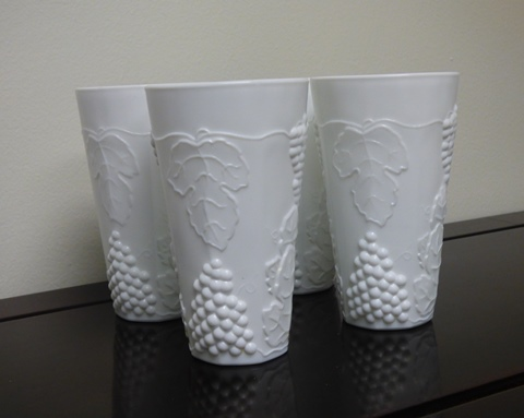 4 Vintage Indiana Colony Milk Glass Tumblers