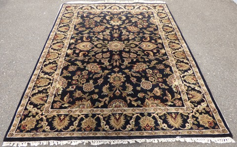 4'10″x 7′ Hand Knotted Area Rug